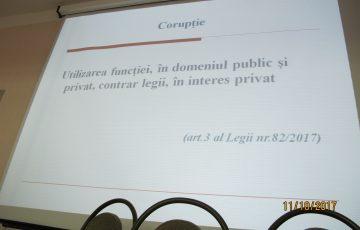"""La 11 octombrie 2017 în cadrul Centrului de Medicină Legală a avut loc instruirea colaboratorilor CML cu tematica """"Integritatea agentului public"""", desfăşurată de către reprezentantul CNA."""